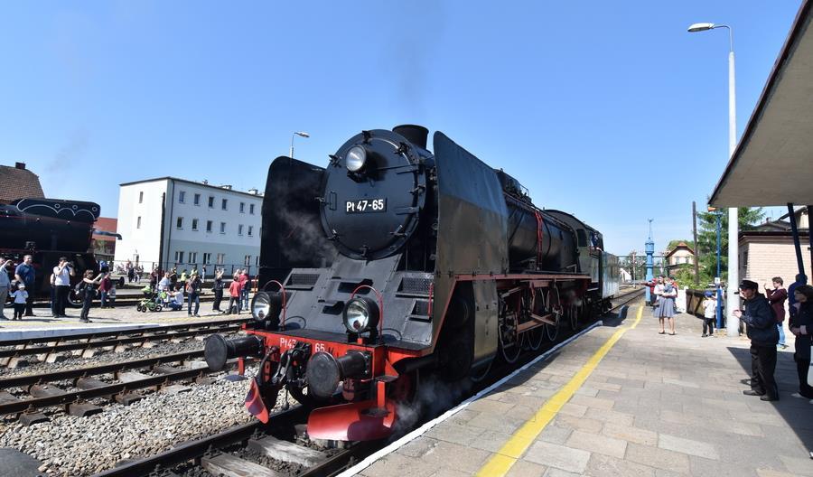 Parowozownia Wolsztyn na zakupach. Wagony sypialne, restauracyjny i odnowa 10 lokomotyw