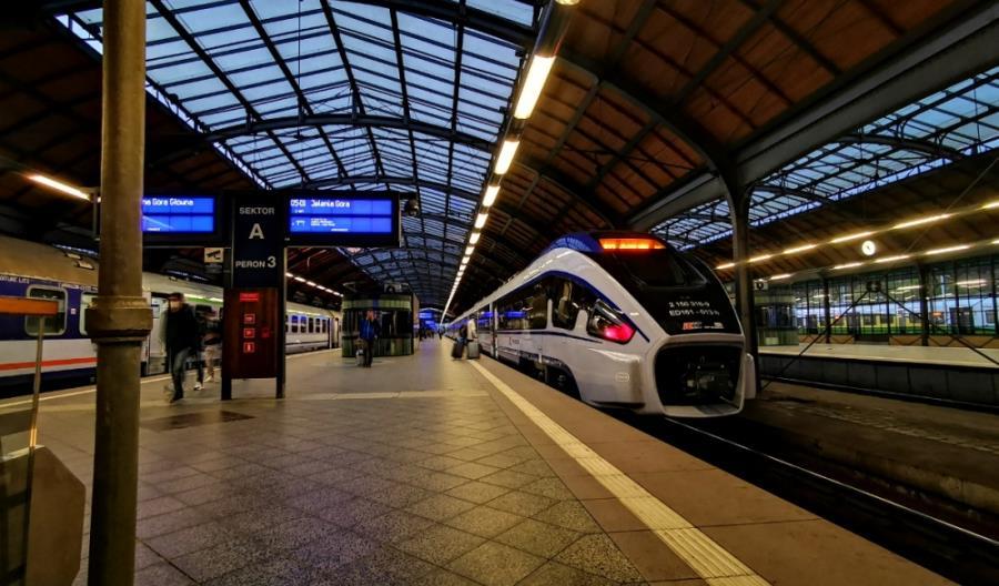 """MI planuje pociągi z Warszawy na Dolny Śląsk po """"Węglówce"""". Nie wie jednak, kiedy je uruchomi"""