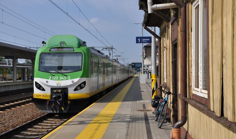 Lepszy tabor Kolei Mazowieckich i więcej pociągów PKP Intercity do Radomia