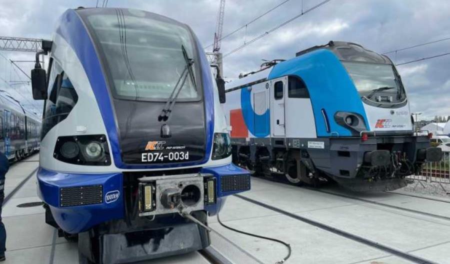 Pierwszy ED74 po modernizacji zaprezentowany na Trako