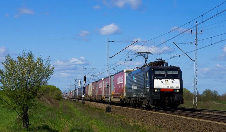 Kowalczyk: Transport drogowy rośnie kosztem kolei