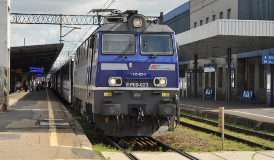 Trzy lokomotywy EP09 idą do naprawy