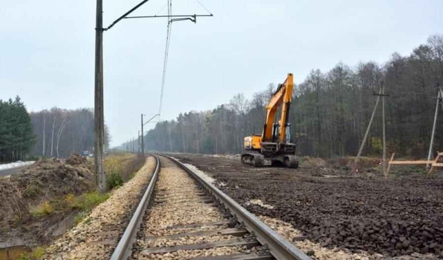 Pod pociąg Kijów – Przemyśl wjechał pojazd wykonawcy robót torowych