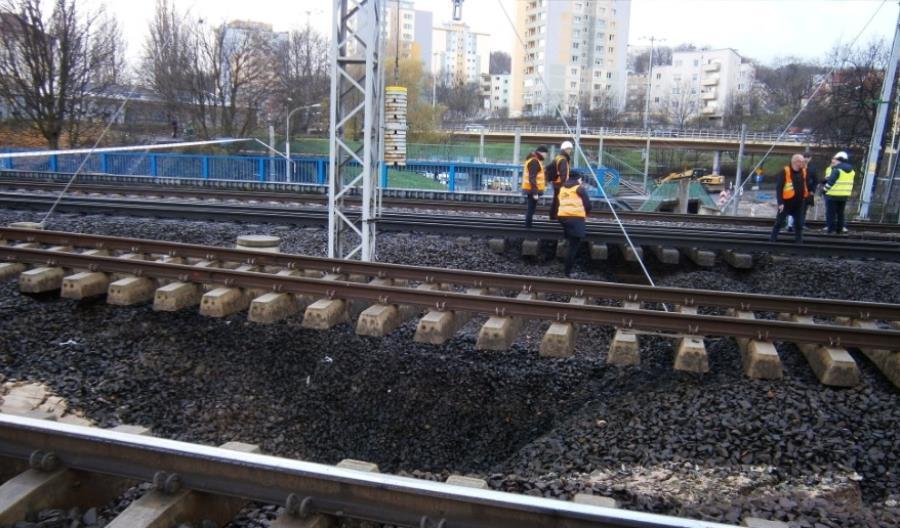 Podmycie torów przy stacji Gdynia Główna. Udrożniono część torów dalekobieżnych [aktualizacja]