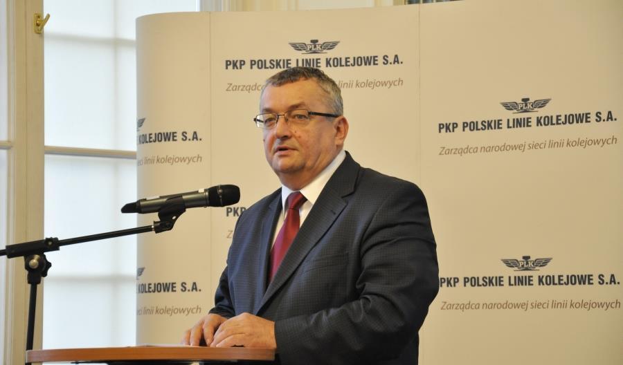 Minister Adamczyk mówił o polskiej kolei. PiS klaskał, opozycja krytykowała