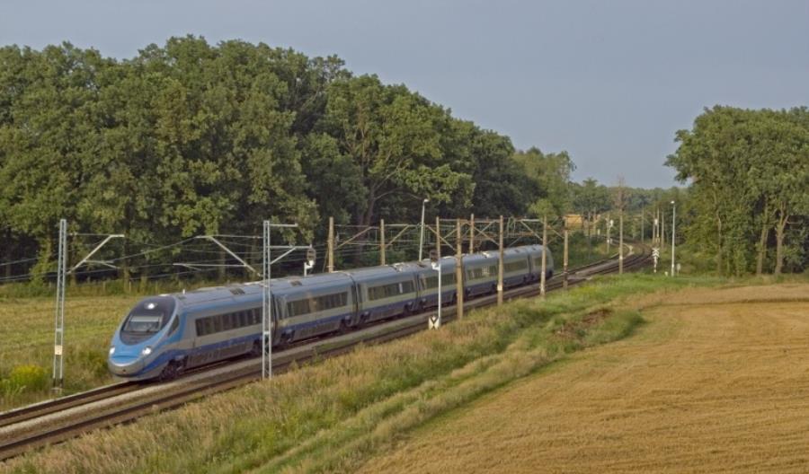 Jak idą prace nad przyspieszeniem pociągów do 230/250 km/h w Polsce?