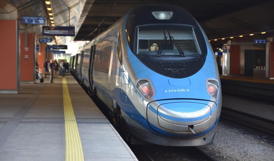 Kto wybiera podróż pociągami PKP Intercity? Przewoźnik to sprawdził