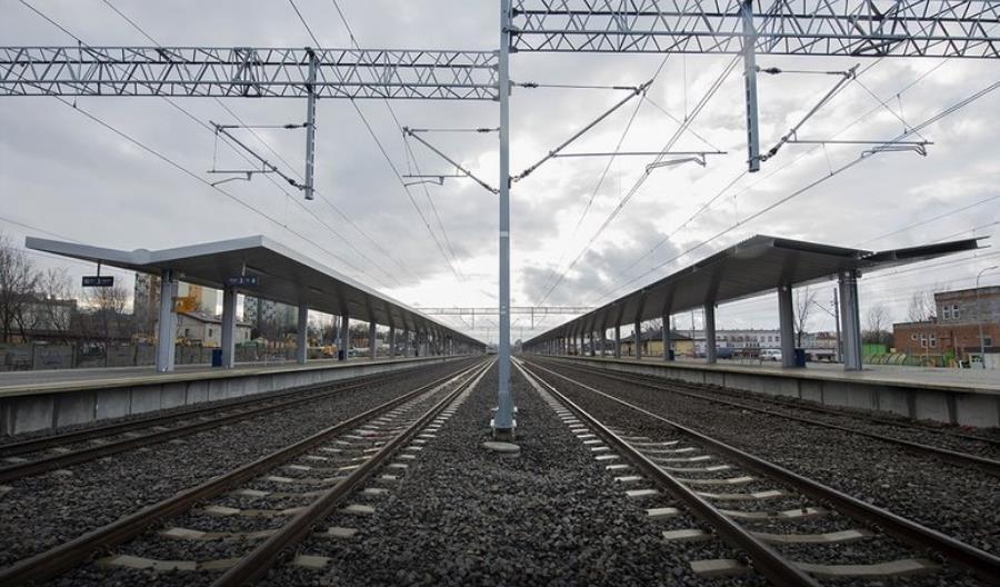 Miasta pytają o systemy informacji pasażerskiej na stacjach. Do ich budowy brak światłowodów