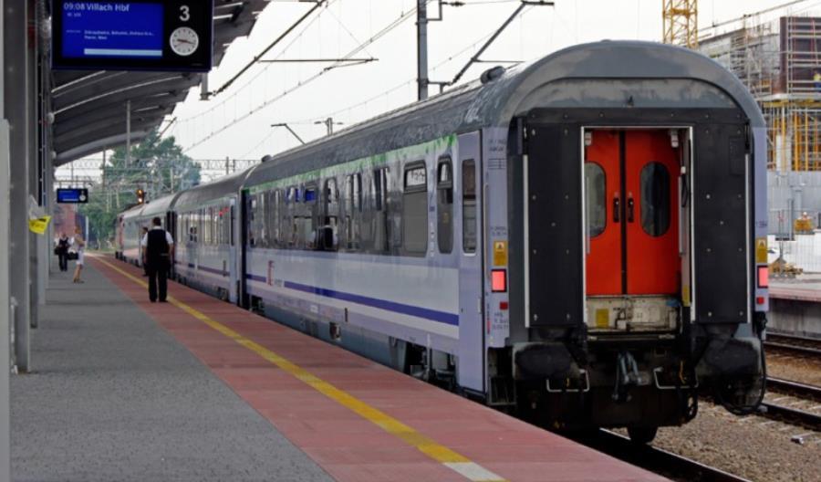 Niepełnosprawny pasażer PKP IC zostawiony na dworcu w Wiedniu. Spółka przeprasza