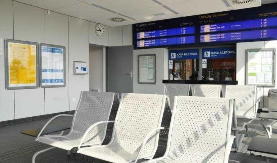 Z polskich dworców znikają kasy biletowe. Nowe prawie nie powstają