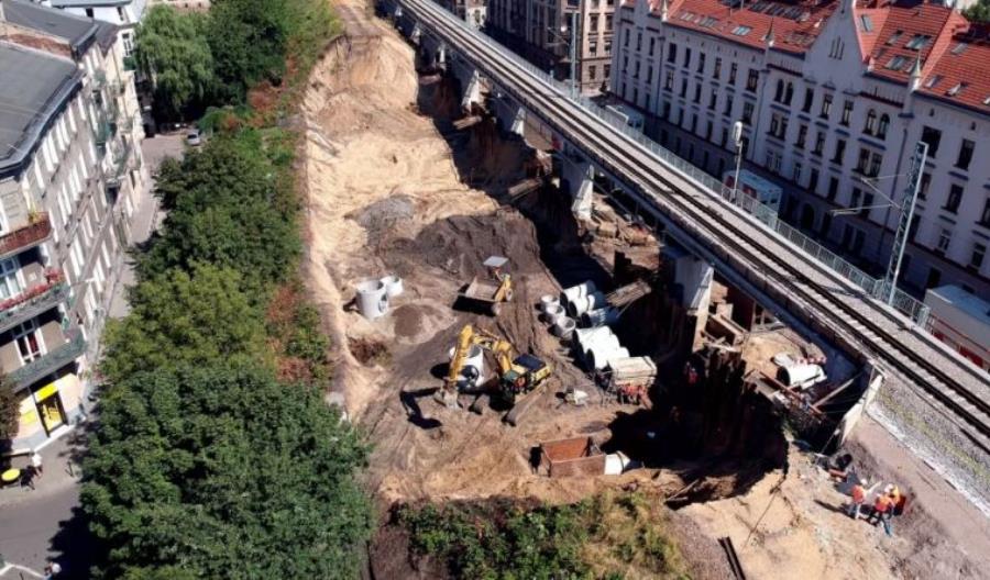 Cztery bomby lotnicze na budowie estakady kolejowej w Krakowie