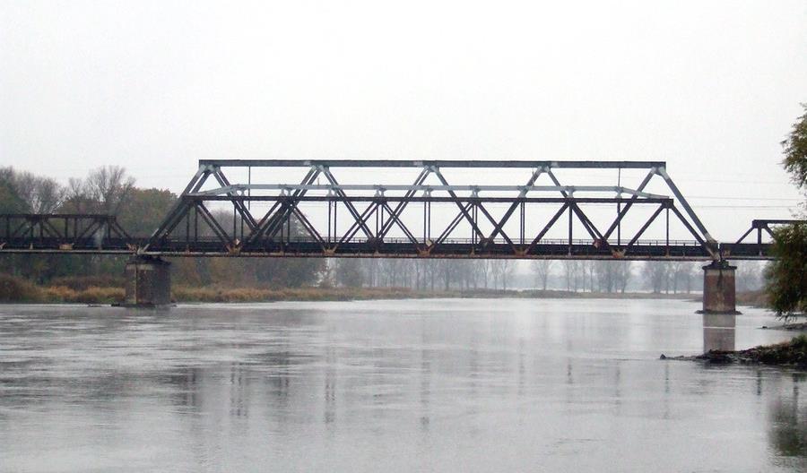 PLK wymieni XIX-wieczny most kolejowy nad Odrą na linii 273