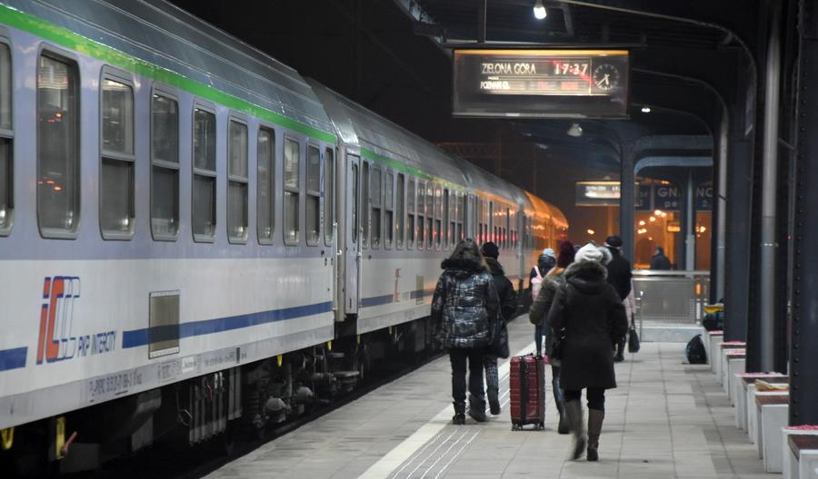 W pociągach PKP Intercity brakuje wagonów restauracyjnych