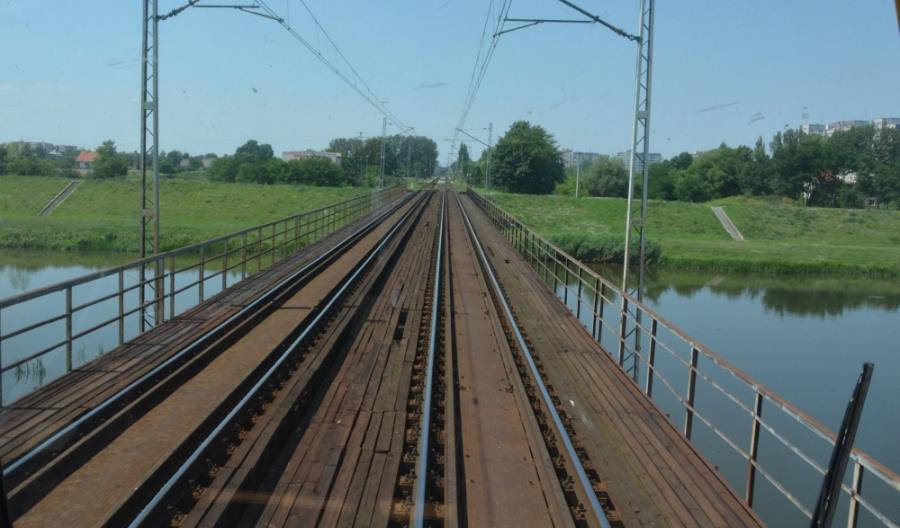 Nowe mosty, wiadukty i peron w Opolu