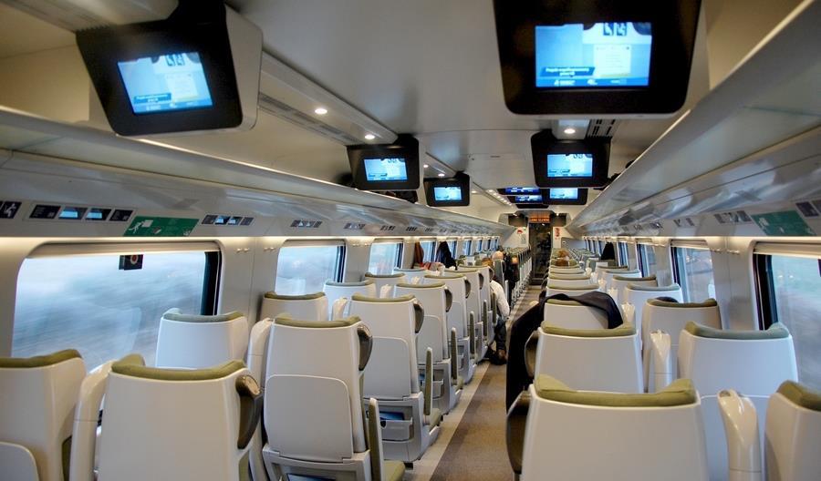 PKP Intercity: Pasażerowie drugiej klasy w ekspresach otrzymają tylko wodę