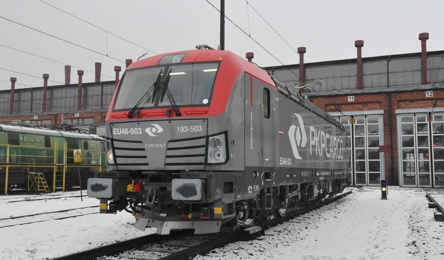 PKP Intercity pożycza wielosystemowe lokomotywy Vectron z PKP Cargo