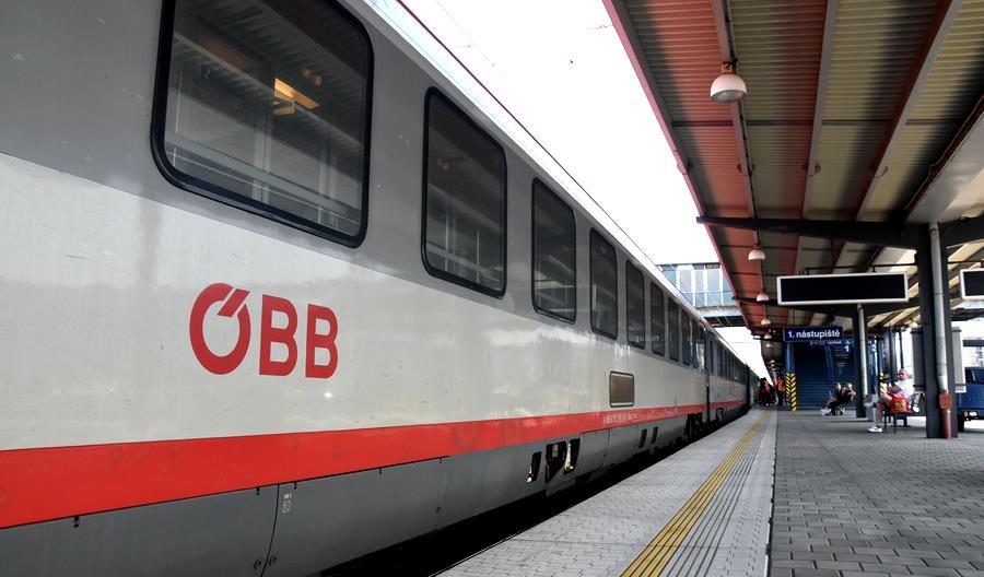 Czeski rząd umożliwia podróż za granicę pociągiem lub autobusem
