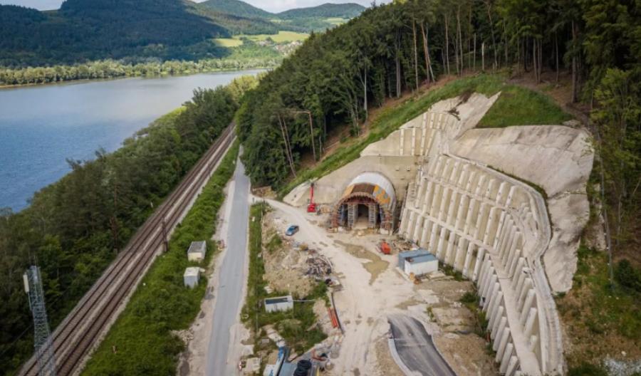 Nowa linia kolejowa na Słowacji. Już jeżdżą po niej pociągi