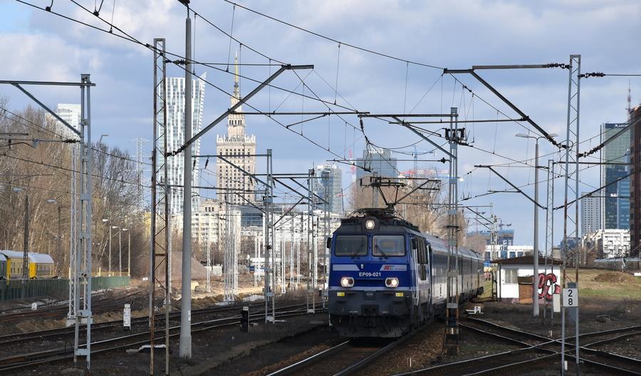 Pociągi na linii Poznań – Warszawa – Poznań z mocno niedoskonałym rozkładem jazdy