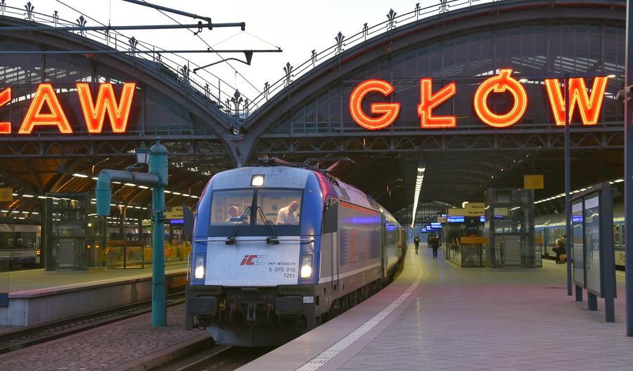Posłowie pytają o dostępność własnych lokomotyw wielosystemowych w PKP Intercity