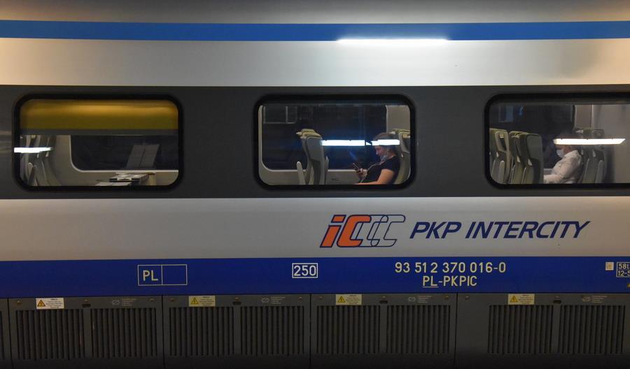 Część pociągów Pendolino zwolniła do 160 km/h. Przez śnieg i lód