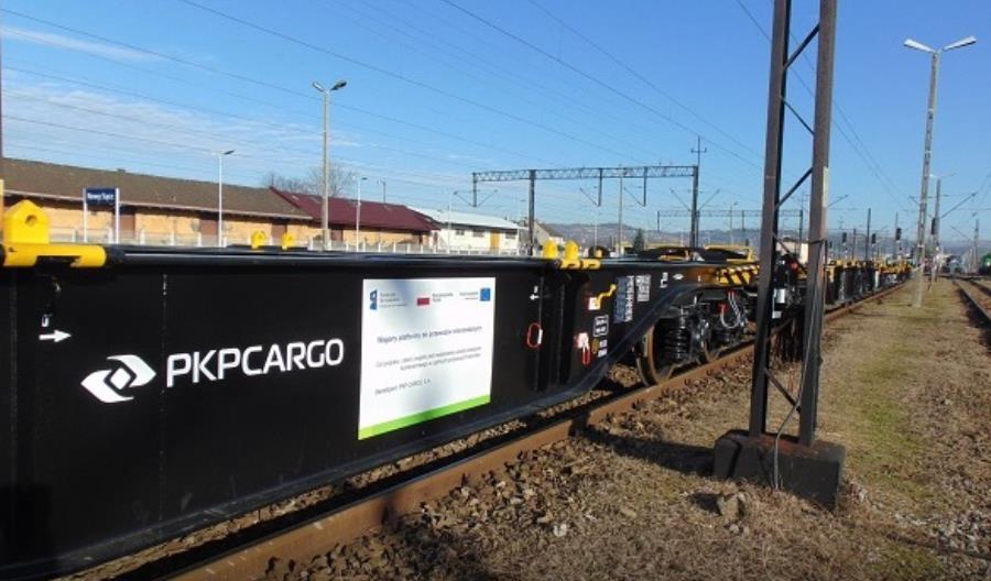 Nowe wagony-platformy z konsorcjum Wagony Świdnica – Astra Rail już w PKP Cargo