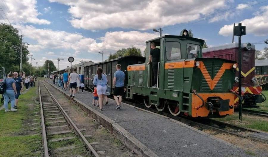 Można już kupić jeden bilet na pociąg ŁKA i wąskotorową Kolej Rogowską
