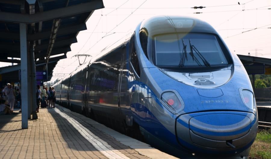 Intercity nie widzi podstaw do zniesienia opłaty pokładowej w Pendolino