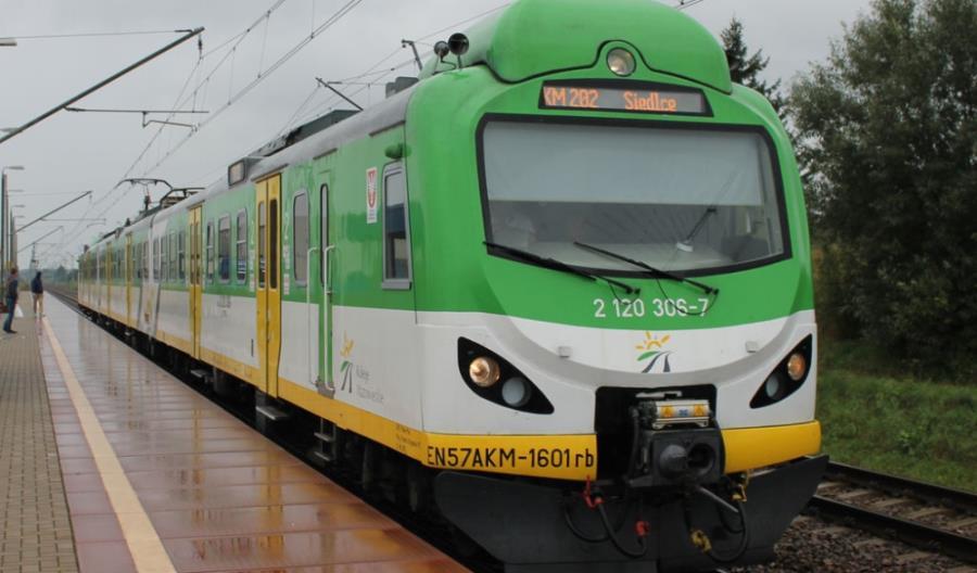 Wykolejony pociąg KM do naprawy