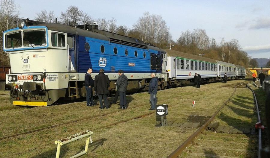 """Czesi chcą wynająć IC lokomotywy do objazdów """"siódemki"""""""