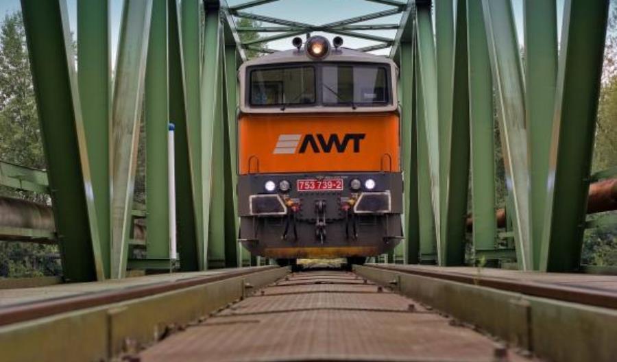 Minister Adamczyk krytykuje zakup AWT przez PKP Cargo