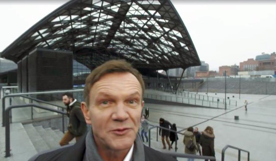 """""""Łódź, ku..."""". Pazura w nowej reklamie Łodzi na Fabrycznej"""