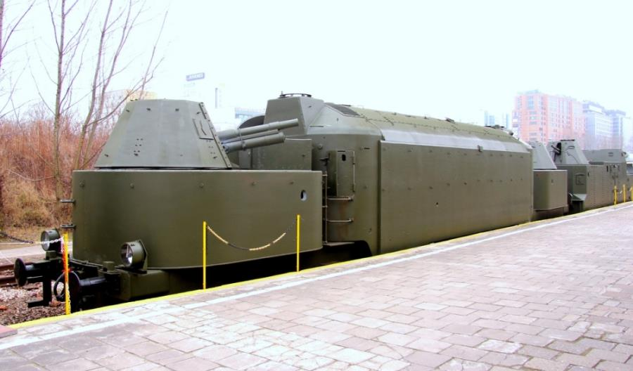 Zwiedzanie jedynego składu pociągu pancernego w Polsce