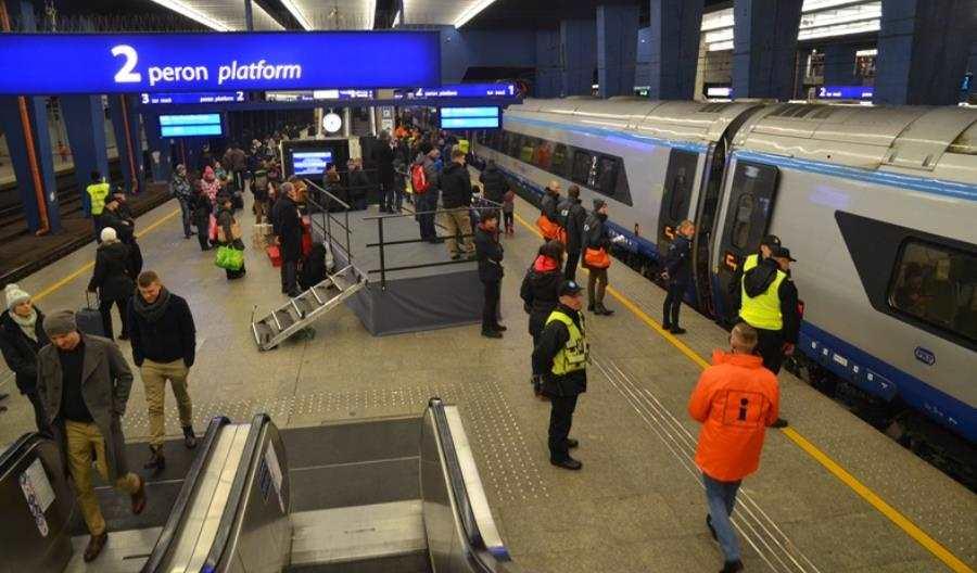 """Pasażerowie pojechali Pendolino bezbiletu naEIP. Intercity: """"To niestandardowa sytuacja"""""""