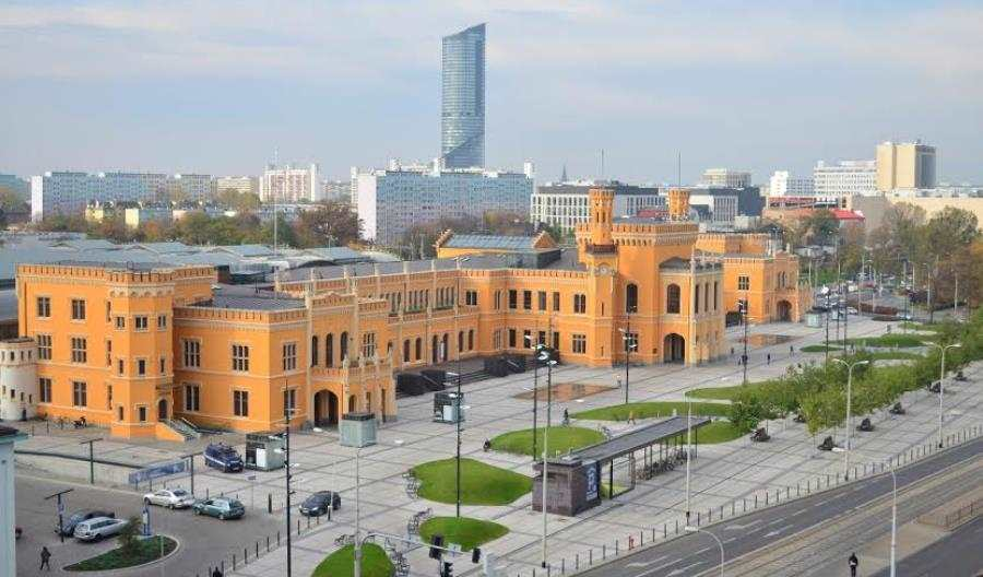 Wrocławski poseł walczy o alkohol nadworcach