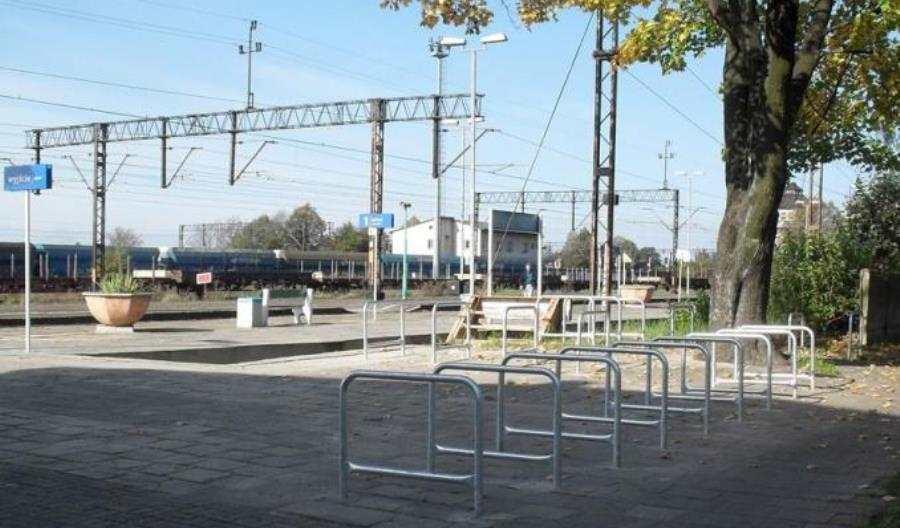 700 stacji iprzystanków ze stojakami narowery