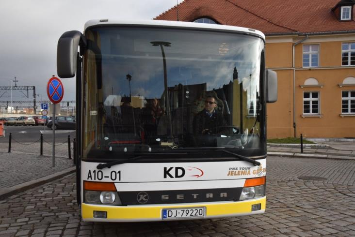 Jeździ już autobus z Jeleniej Góry do Lwówka Śląskiego