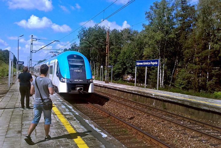 Koleje Śląskie i PLK przywróciły przystanek nad jeziorem w Dąbrowie Górniczej