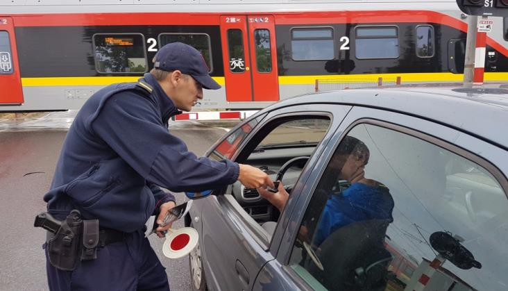 Wypadki na przejazdach kolejowo-drogowych. PLK chcą, by te wakacje były bezpieczniejsze