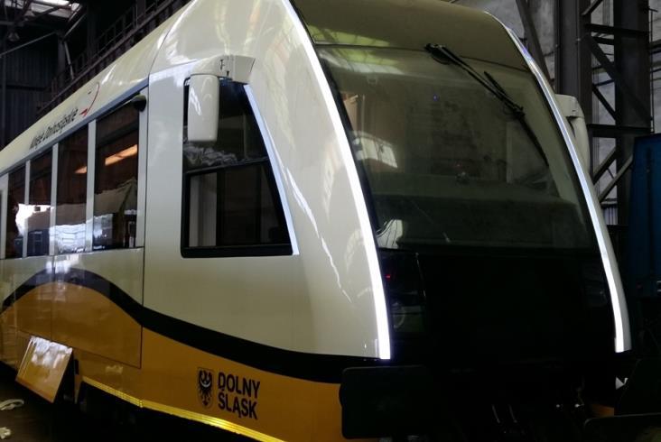 Odblaskowy pociąg KD wyjedzie na tory [zdjęcia]