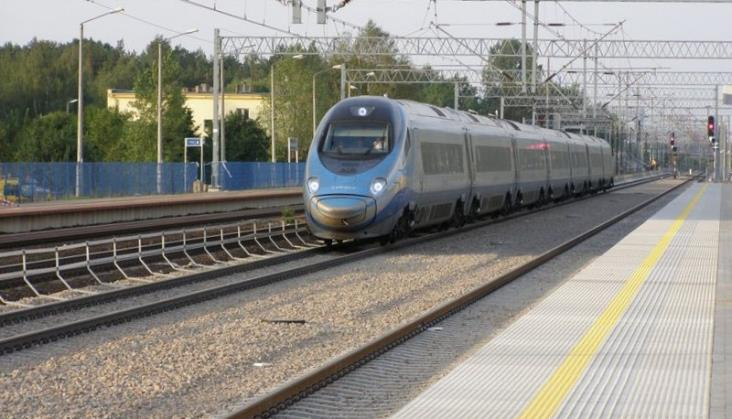 Pociągi wróciły na Centralną Magistralę Kolejową