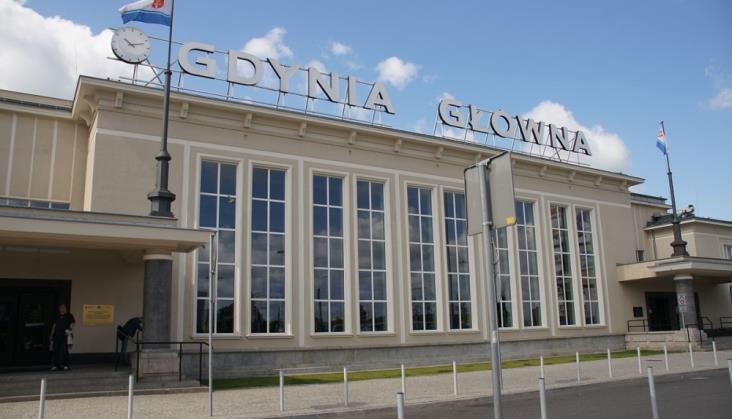Kino letnie z PKP SA na dworcu Gdynia Główna