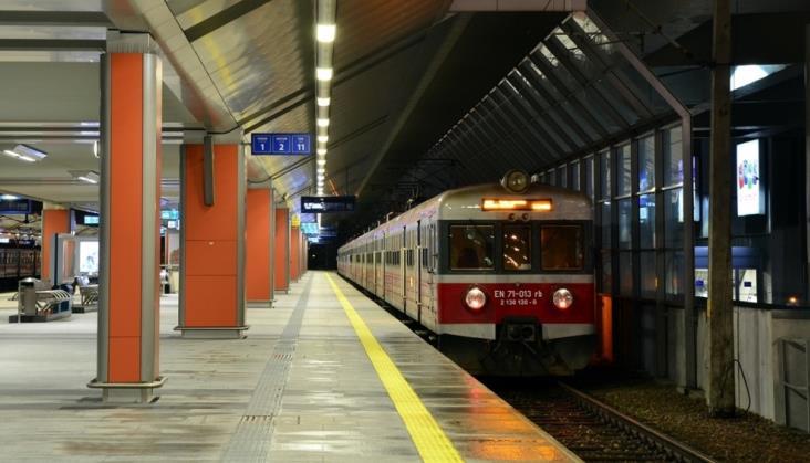 Utrudnienia na trasach kolejowych w Małopolsce i Pomorskiem. Autobusy za pociągi