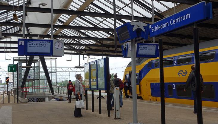 Koleje Holenderskie ostrzegają przed tłumami w pociągach