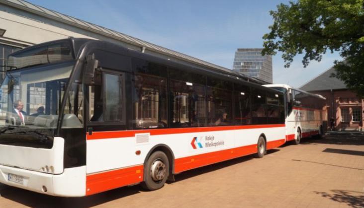 Koleje Wielkopolskie mają busy podwożące do... autobusów KKA
