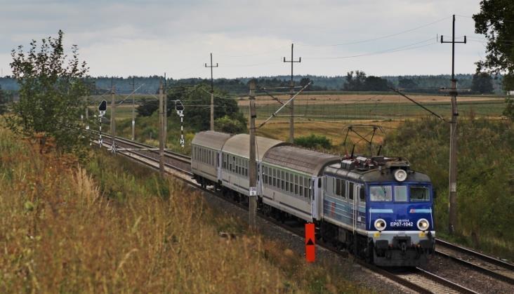 Wiosną pociągi pasażerskie jeździły punktualniej