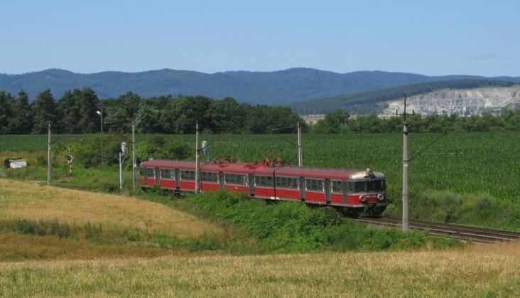 Koleje Śląskie na 6-lecie przecierają industrialne szlaki i żegnają EN57-022