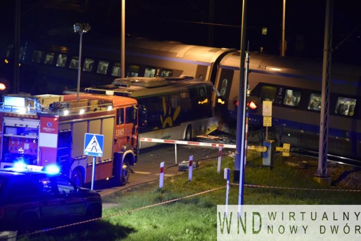 Wypadek Pendolino na przejeździe. Autobus Kolei Mazowieckich na czerwonym? [aktualizacja]