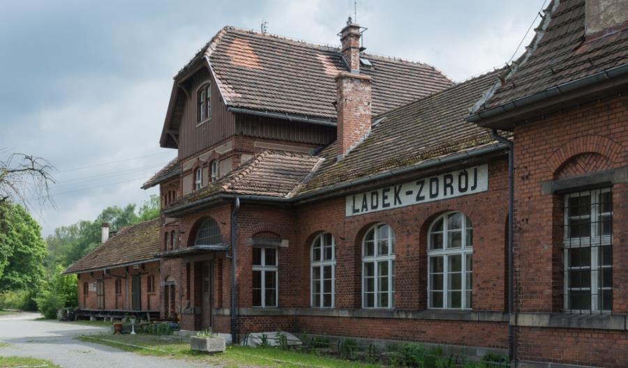 Mgliste perspektywy powrotu pociągów do Lądka-Zdroju i Stronia Śląskiego
