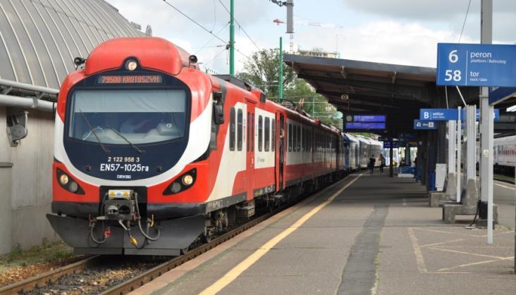 Koleje Wielkopolskie zbadały zadowolenie z przejazdów zmodernizowanymi EN57